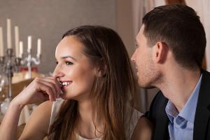Wypowiadanie, przyjmowanie, nadużywanie komplementów na randce