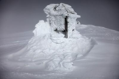 Zaśnieżona stacja polarna